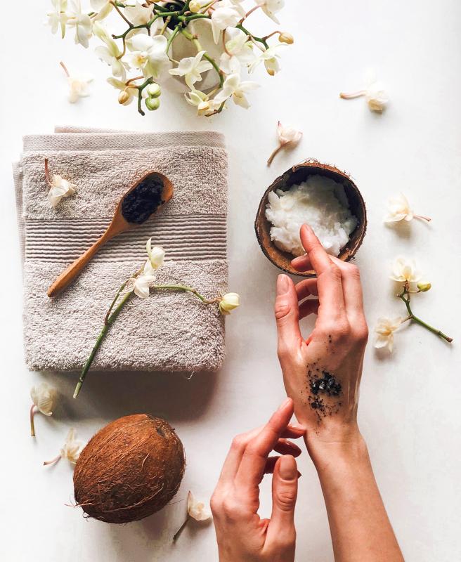 Hier teile ich auch Berichte zu neuen Produkten sowie Tipps und Tricks, wie Du Dein Gesichtpflege Zuhause optimieren kannst.